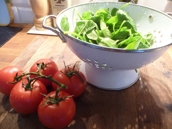Vine tomatoes and spinach