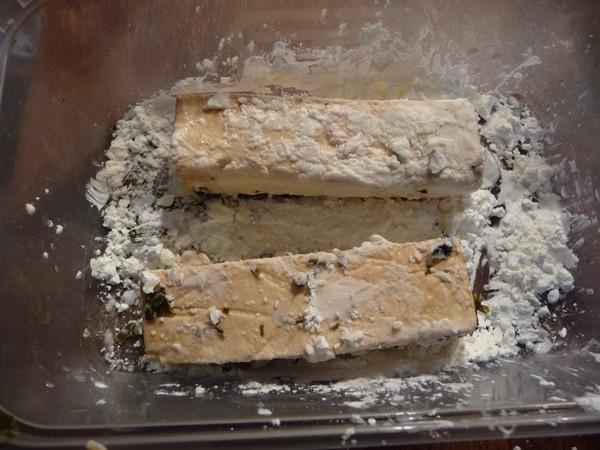 Coating the tofu in cornflour