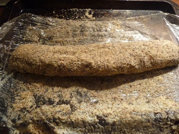 Covering the cheese roll with the nut crust
