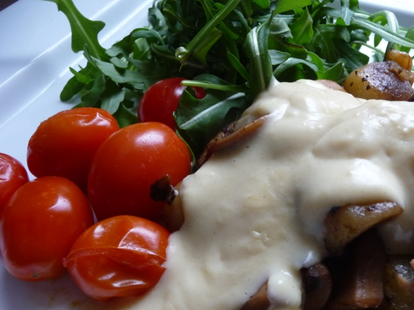 Cheesy vegan sauce over gnocchi