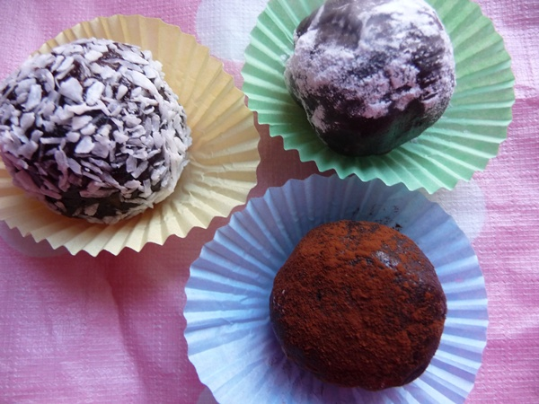 Raw Brownie Truffles