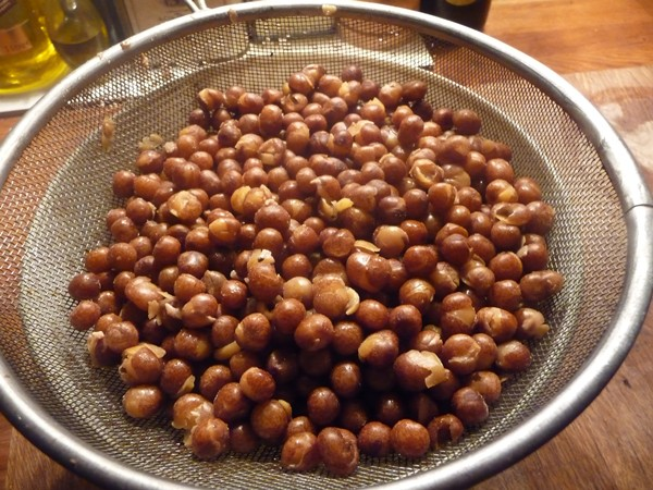 Cooked black peas
