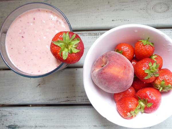 Peaches & Strawberry Cream Raw Smoothie