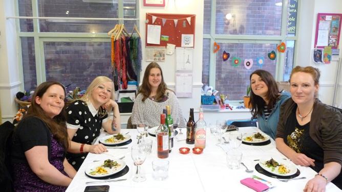 Vegan girlies dining!